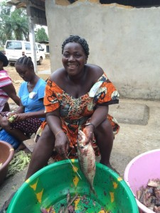 Photo of a Liberian woman cleaning fish